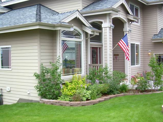 residential-keystone-garden-border-with-shrub-and-perennial-plantings